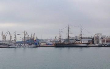 """Los veleros """"Simón Bolívar"""" y """"Amérigo Vespucci"""" ya están en Cádiz"""