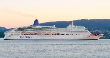 """El buque """"Aurora"""", visto en toda su eslora por la banda de estribor"""