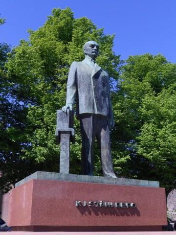 Estatua en memoria de Kaarlo J. Ståhlberg, en Helsinki