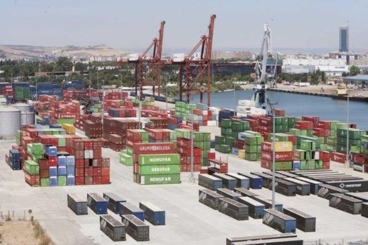 Panorámica de la terminal de contenedores del puerto de Sevilla