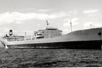 """El petrolero """"San Marcial"""", fondeado en el puerto de Santa Cruz de Tenerife"""