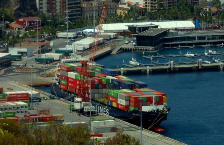 """El buque  """"Verónica B"""", en el puerto de Santa Cruz de La Palma"""