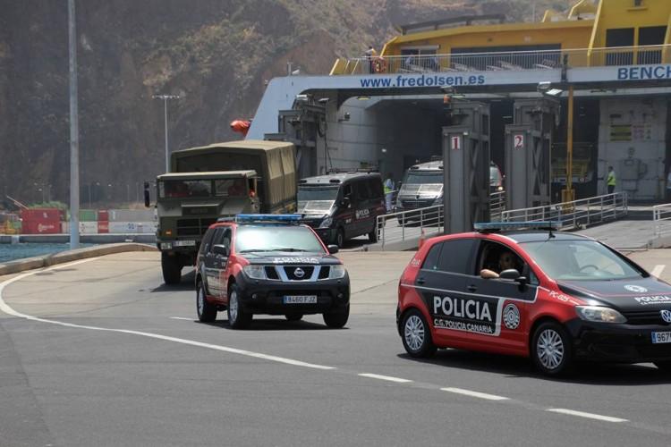 Los refuerzos de la UME y Polícia Canaria desembarcan en La Palma