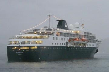 """El buque """"Minerva"""", a su llegada a Vigo, visto por la aleta de estribor"""