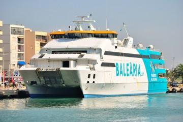 """El catamarán """"Nixe"""", fuera de servicio hasta el próximo jueves, en principio"""