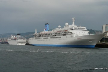 """Los buques """"Thomson Spirit"""" y """"Voyager"""" coinciden en Vigo"""