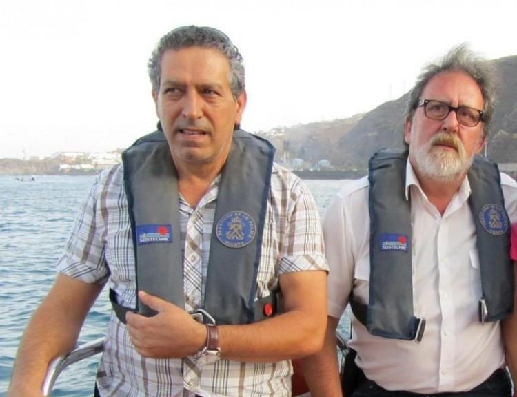 Madhi Zbayn (izq) y Francisco Noguerol, prácticos del puerto de Santa Cruz de La Palma