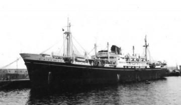 """El trasatlántico italiano """"Luciano Manara"""", atracado en el puerto de Santa Cruz de Tenerife (1948)"""