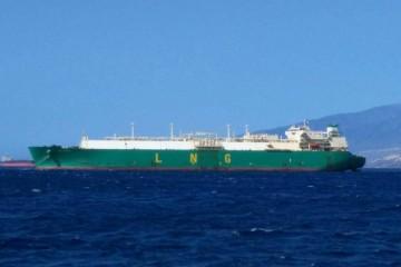 """El buque metanero """"LNG Borno"""", fondeado en Santa Cruz de Tenerife"""
