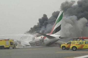 El avión pudo ser evacuado y acabó pasto de las llamas