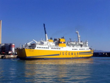 """El buque """"Nura Nova"""", en el puerto de Alcudia, su base desde hace 18 años"""