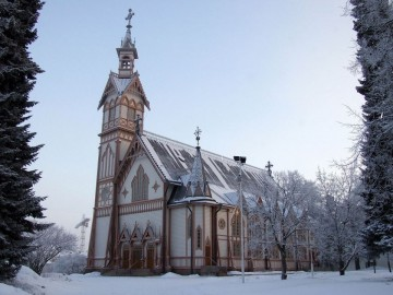 El duro invierno resalta la belleza de la iglesia neogótica de Kajaani