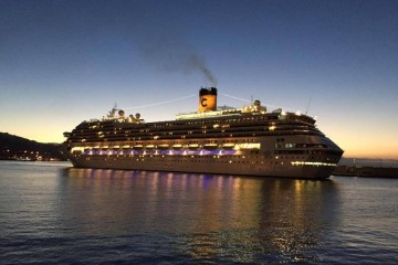 """El buque """"Costa Mágica"""", a su llegada esta mañana al puerto de Santa Cruz de Tenerife"""