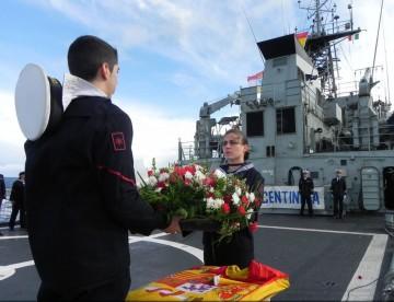 """En la cubierta del patrullero """"Centinela"""" se realizó un homenaje a los caídos de la Gran Armada de 1588"""