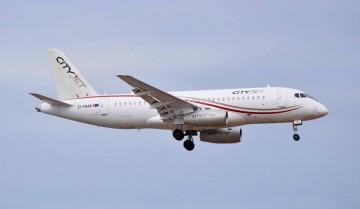 El avión Sukhoi Superjet SS100-95B de City Jet, en corta final en el aeropuerto de Ibiza