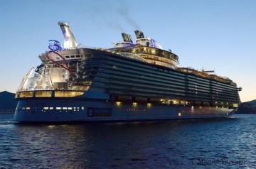 """El buque """"Hamrony of the Seas"""", en la primera escala en el puerto de Vigo"""