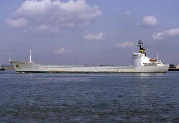 """Estampa marinera del buque """"Manjoya"""", visto en toda su eslora por la banda de babor"""