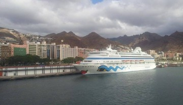 """El buque """"AIDAcara"""", atracado en la nueva terminal de cruceros del puerto de Santa Cruz de Tenerife"""