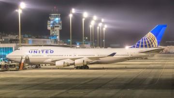 El avión B-747 de United, aparcado en el aeropuerto Tenerife Sur