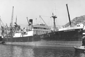 """El buque """"Antonio de Satrústegui"""", visto por la amura de estribor"""