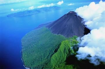 Vista aérea del volcán Yasur, en la isla de Tanna (Vanuatu)