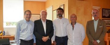 Los promotores de Onda Rossa, concesionaria del Circuito de Tenerife, en su encuentro con Ricardo Melchior
