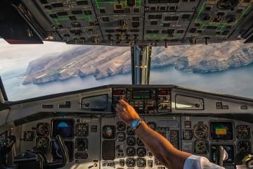 Aproximación al aeropuerto de La Gomera, desde un avión ATR-72 de Naysa