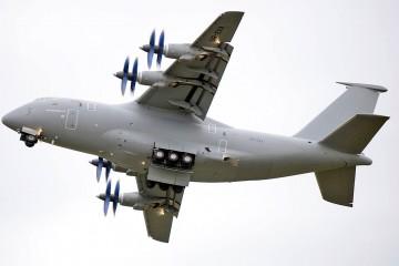 Interesante fotografía del avión de transporte medio Antonov An-70