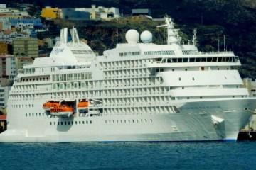 """El buque """"Seven Seas Navigator"""", ayer, en el puerto de Santa Cruz de La Palma"""