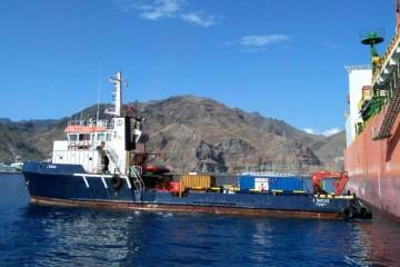 """El remolcador """"J. Socas"""" vino de Las Palmas con equipos para atender al buque """"West Capella"""""""