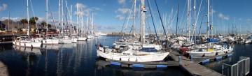 Los veleros  participantes en la regata, atracados en la Marina de Santa Cruz de Tenerife
