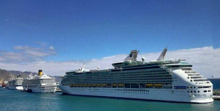 """Los buques """"Navigator of the Seas"""", """"Costa Mágica"""" y """"Celebrity Eclipse"""" ocupan el muelle sur de Santa Cruz de Tenerife"""