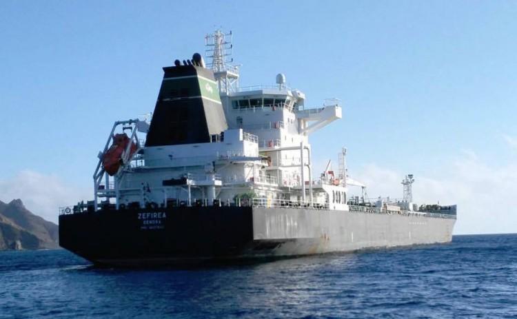 """El buque """"Zefirea"""", en el fondeo de Santa Cruz de Tenerife"""