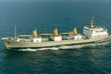 "Vista aérea del buque ""Sierra Granera"", gemelo del ""Sierra Grana"""