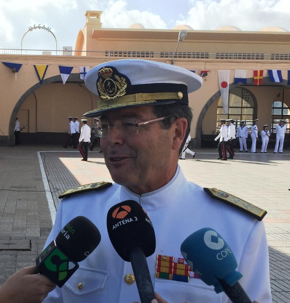 El almitante de la Flota, Javier Franco Suanzes, en su visita al Arsenal Militar de Las Palmas