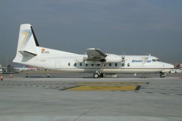El avión Fokker F-27 EC-GYL, recién llegado a Barajas, todavía impecable