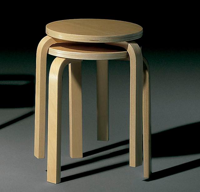 El taburete de tres patas diseñado por Alvar Aalto es un referente del diseño finlandés
