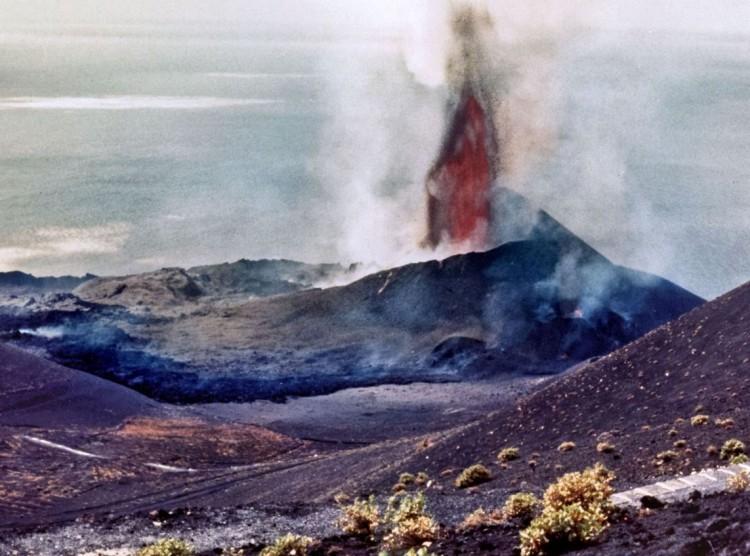 El volcán Teneguía, en pleno apogeo (1971)