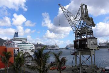 Panorámica de la actividad portuaria desde el paseo del muelle de ribera