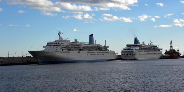 """Los buques """"Thomson Spirit"""" y """"Thomson Majesty"""" coinciden en el puerto tinerfeño"""