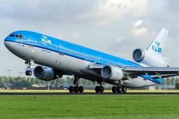 Espectacular fotografía de la fase de rotación del avión MD-11 PH-KCE de KLM