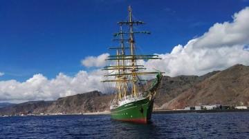 """El velero alemán """"Alexander von umbokldt II"""", fondeado al resguardo de Anaga"""