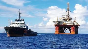 """La plataforma """"ODN Tav IV"""", a remolque del remolcador """"APL Winger"""""""