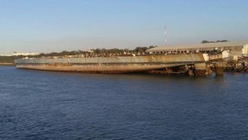 """Parte de la obra viva es lo único que queda del que fuera buque anfibio """"Pizarro"""""""