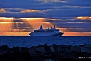 "Así captó Alberto Pérez Fernández la llegada del buque ""Thomson Spirit"" a Santa Cruz de La Palma"