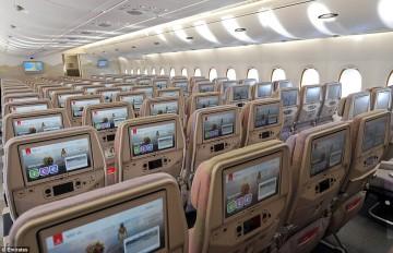 Panorámica de la clase turista del avión A380 de Emirates