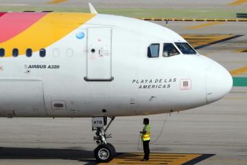 "Airbus A-320 de Iberia EC-HTB ""Playa de las Américas"""