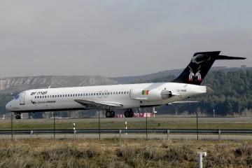El avión MD87, ex Iberia, en una escala en el aeropuerto de Madrid