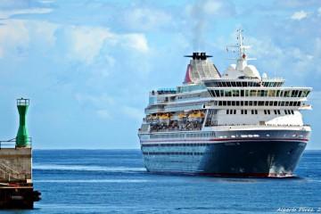 """El buque """"Balmoral"""", esta mañana, a su llegada a Santa Cruz de La Palma"""