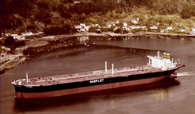 """El petrolero """"Tarragona"""" sale a pruebas de mar"""